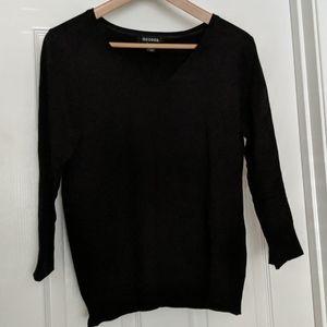 Black V-neck Pullover